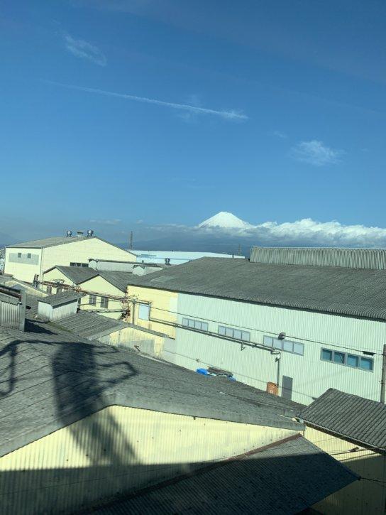 新幹線の中から見る富士山